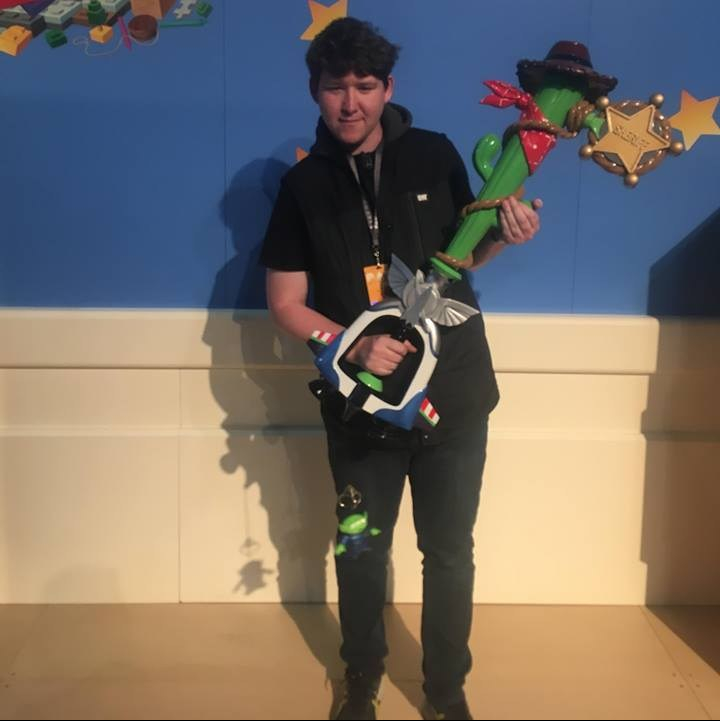 Kye King holding toystory keyblade @ PAXaus 2018